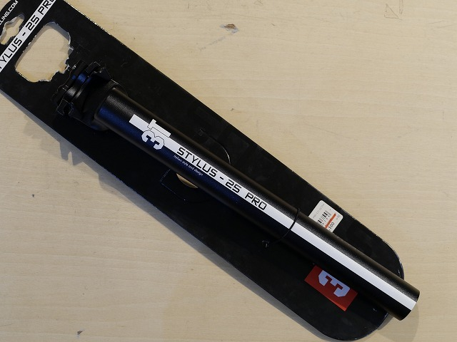 TTT ( スリーティー ) シートポスト STYLUS 25 PRO ( スタイラス 25 プロ ) ブラック / ホワイト ライン 31.6/350mm